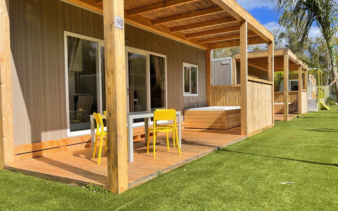 DREAM JACUZZI Mobilheim mit 2 Schlafzimmern 4 Mori Family Village