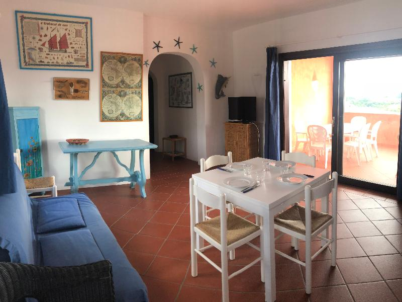 Domus Cannigione Apartments Air-conditioned four-room apartment with swimming pool access 2