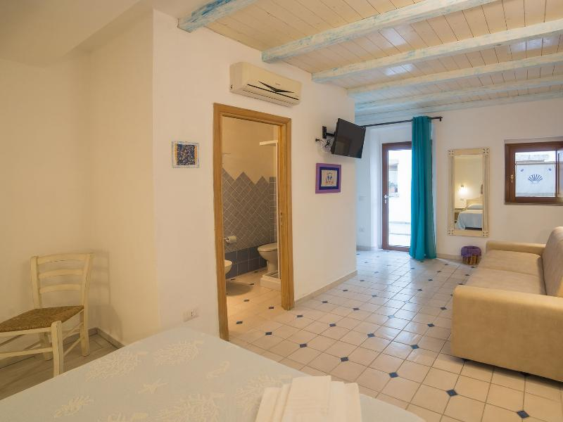 Guesthouse Domus Olbia Inn junior suite room 4