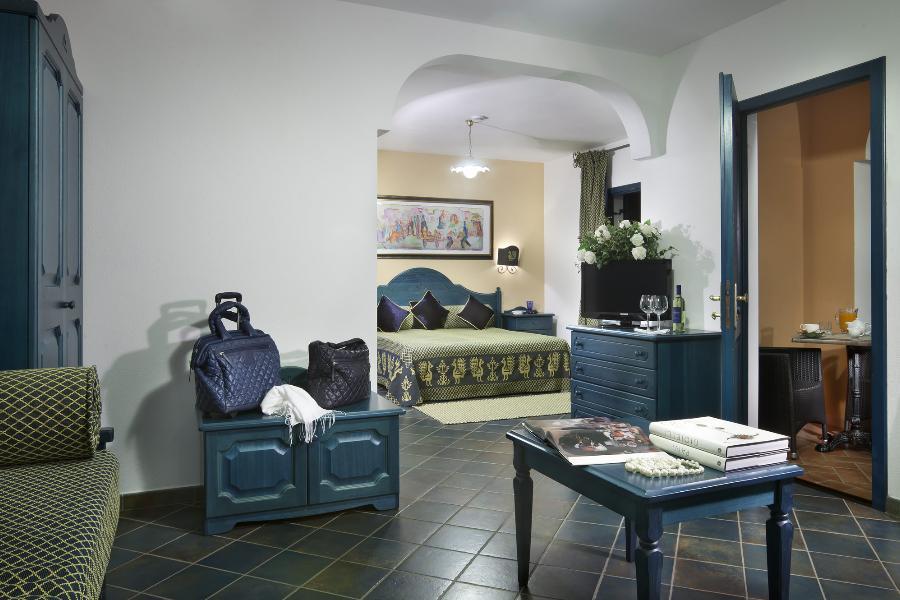 Junior suite cala ginepro hotels for Centro divani olbia
