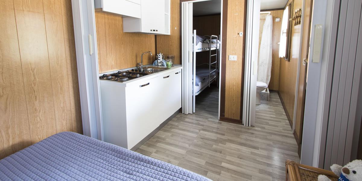 2 zimmer mobilheim am meer in budoni sardinien campingdorf pedra e cupa. Black Bedroom Furniture Sets. Home Design Ideas