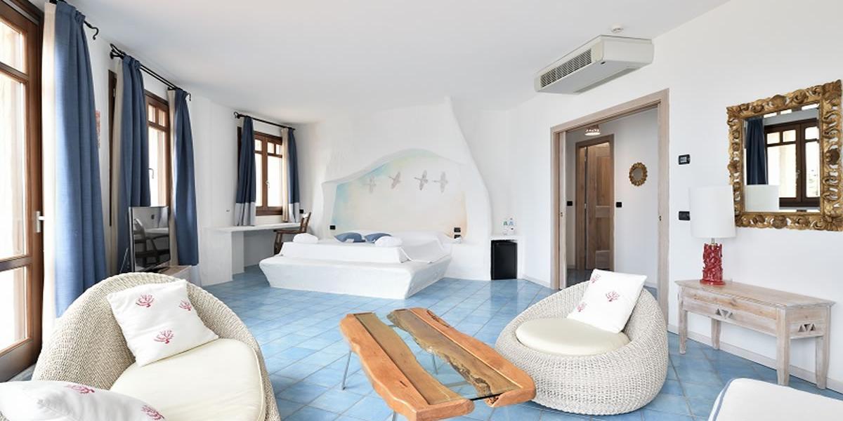 Suite Mit Jacuzzi Golfo Aranci Sardinien Baia Caddinas