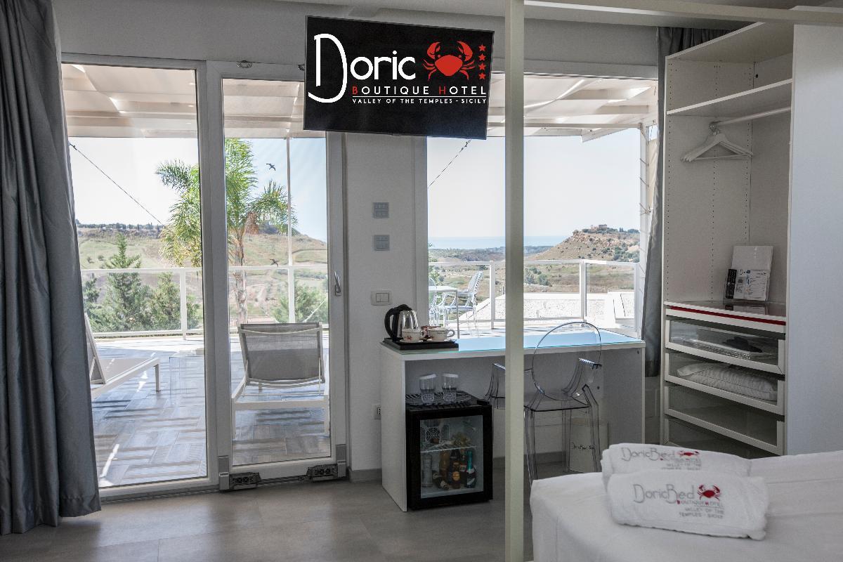 Queen Panoramic Doric Boutique Hotel