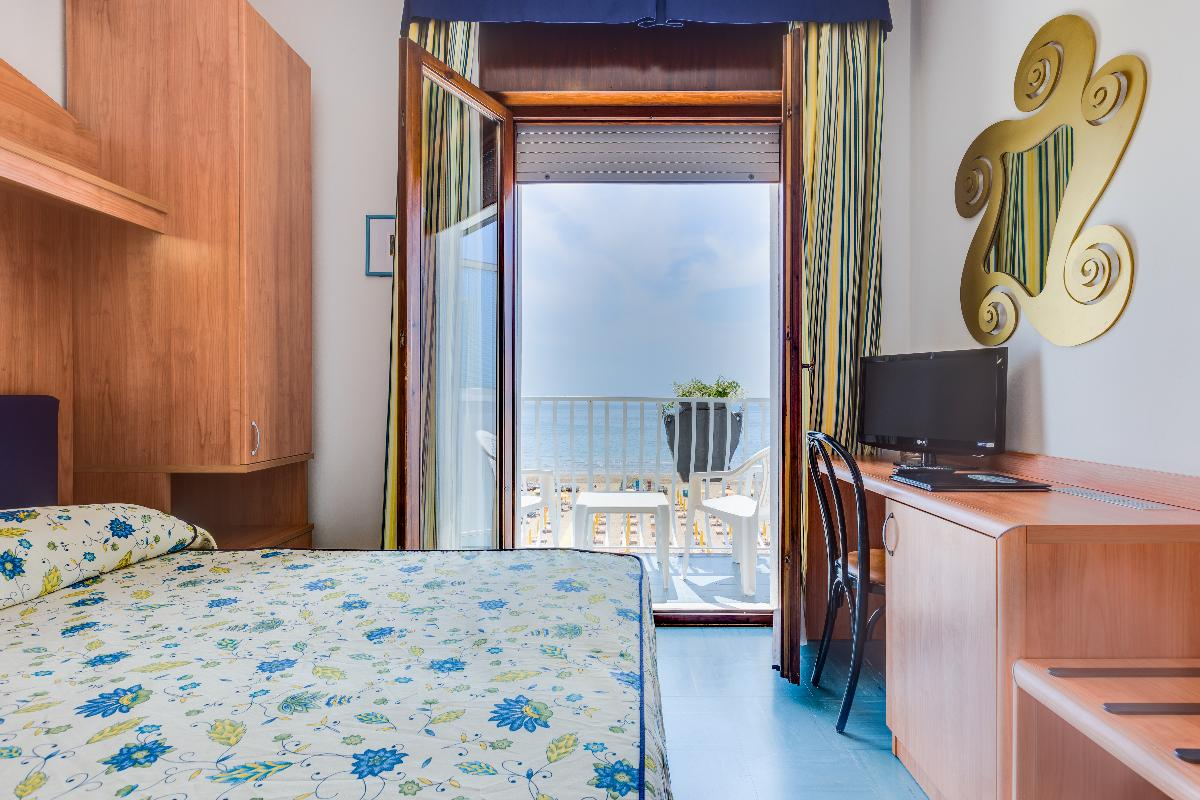 Double Room with balcony and front sea view