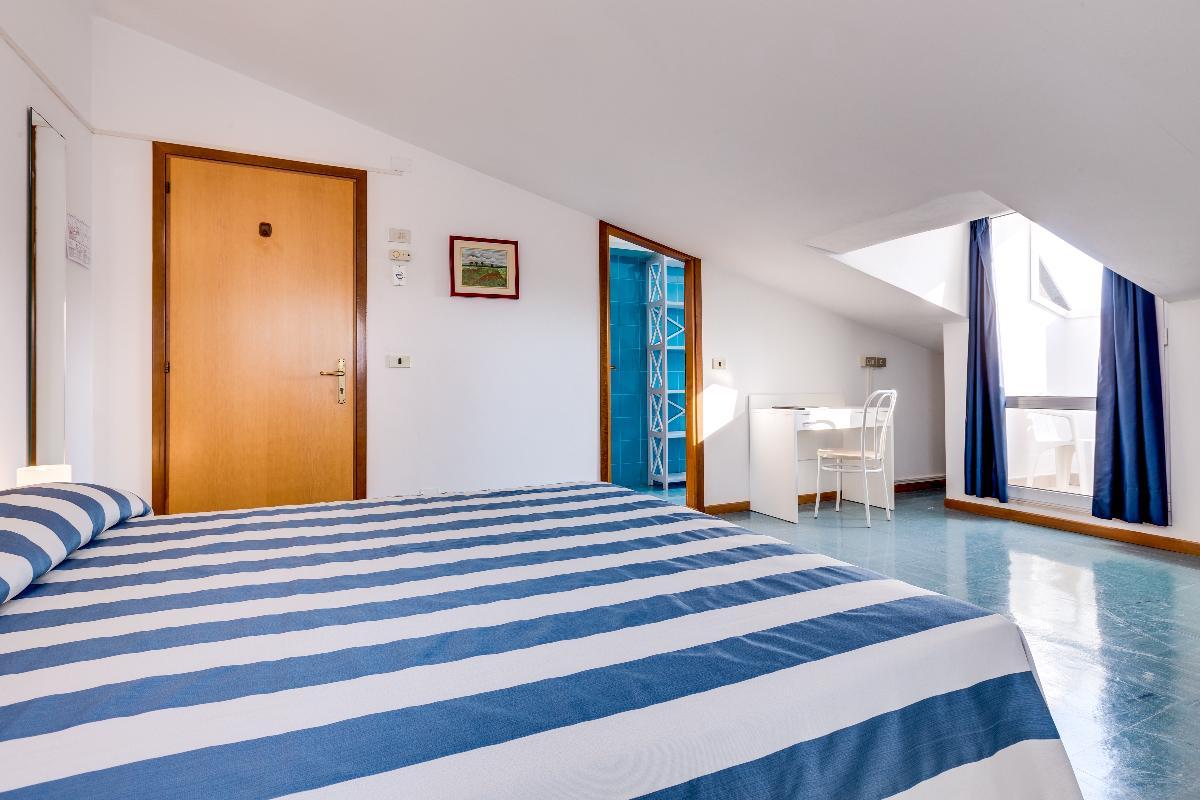 Economy Attic Triple Room Hotel Gritti
