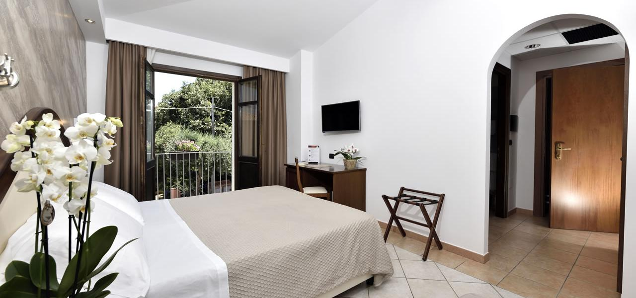 Triple room with terrace Hotel Nicoletta