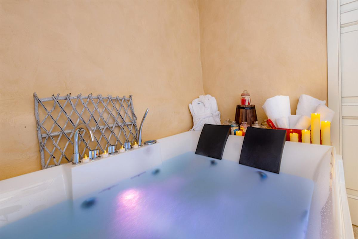 Suite with Jacuzzi Albergo Diffuso Mannois