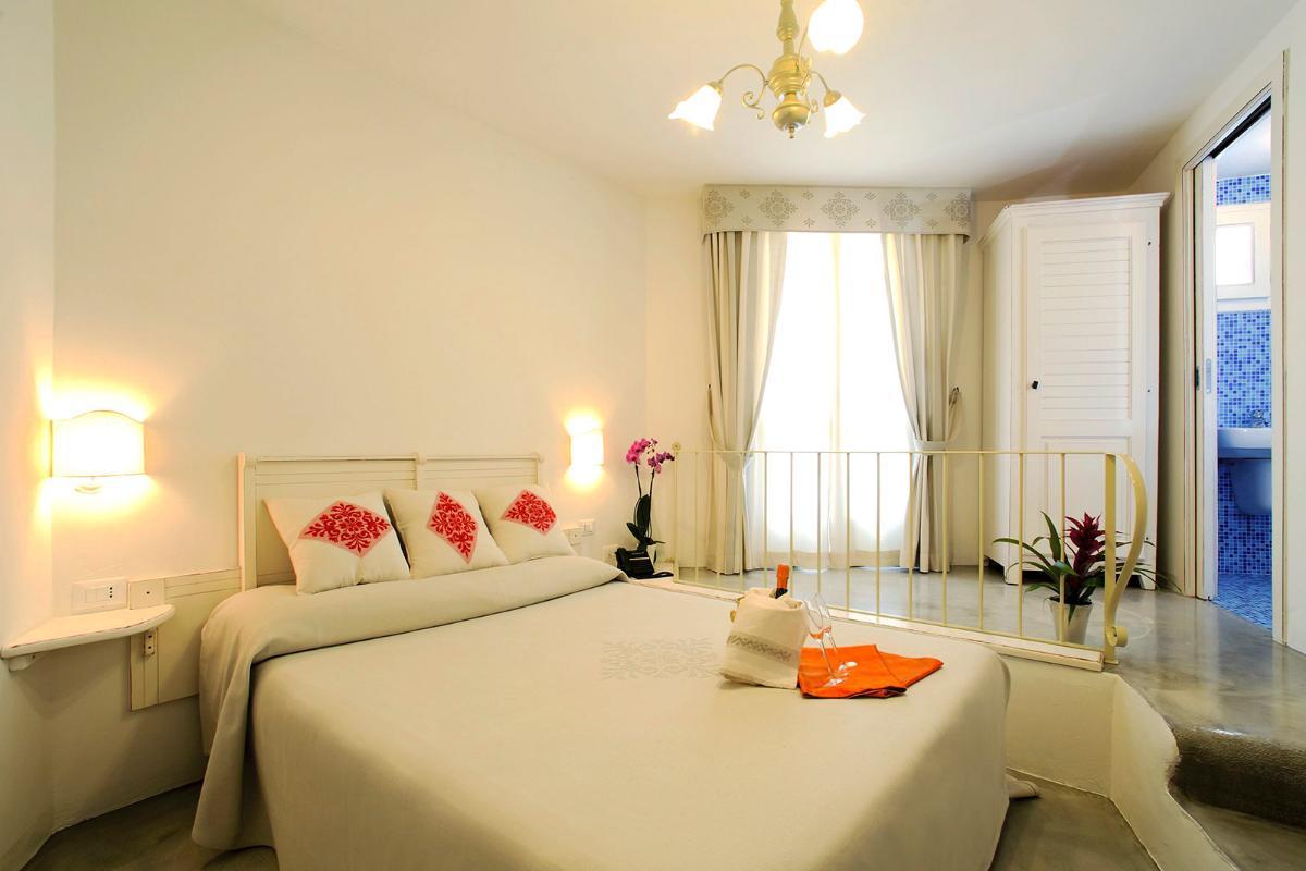 Doppelzimmer mit französischem Bett Albergo Diffuso Mannois