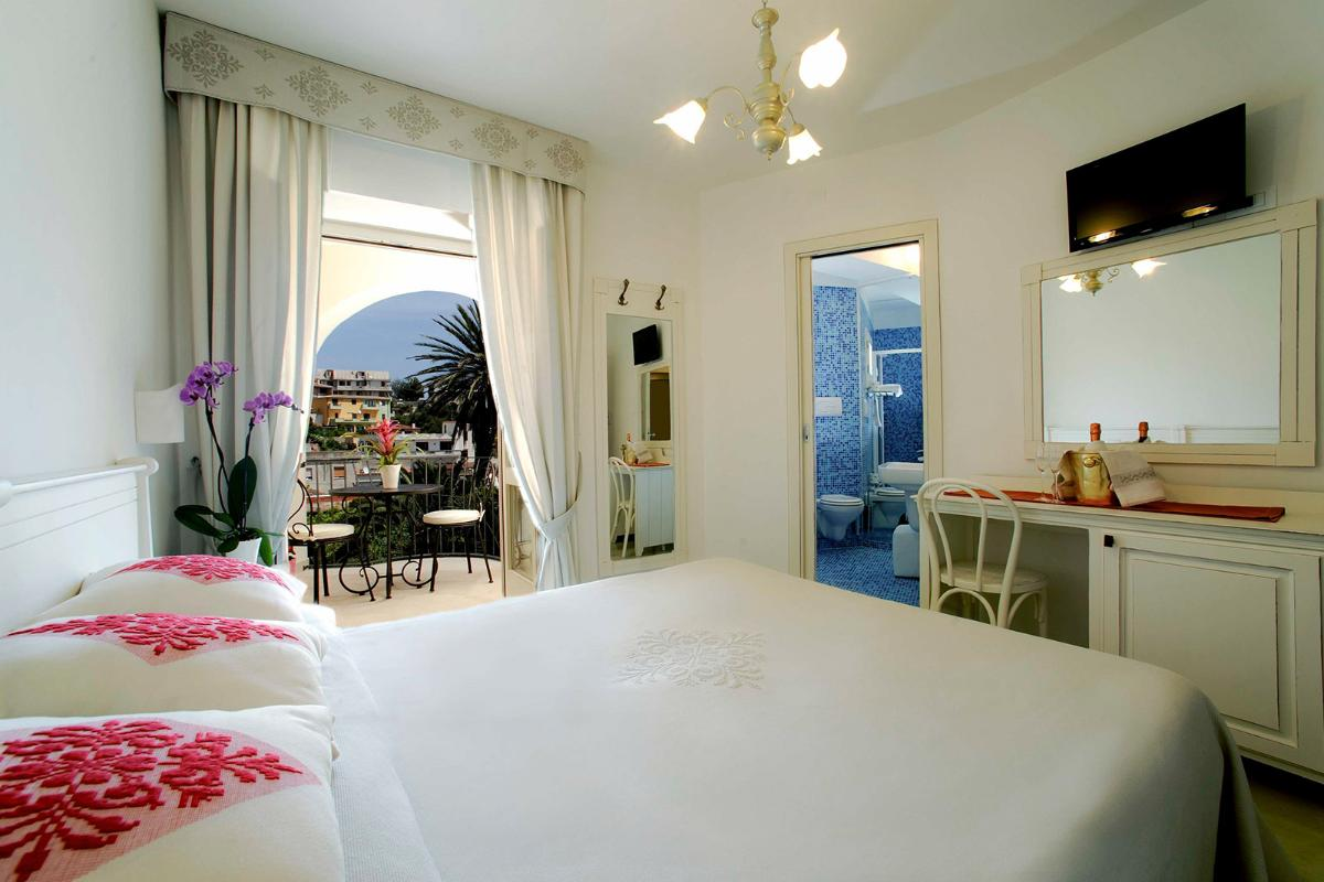 Classic Double Room with Balcony Albergo Diffuso Mannois