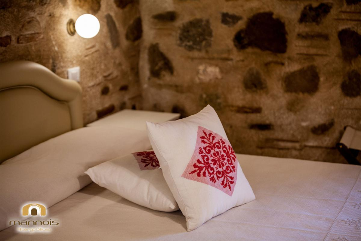 Double Room Ground Floor – Historic Building Albergo Diffuso Mannois