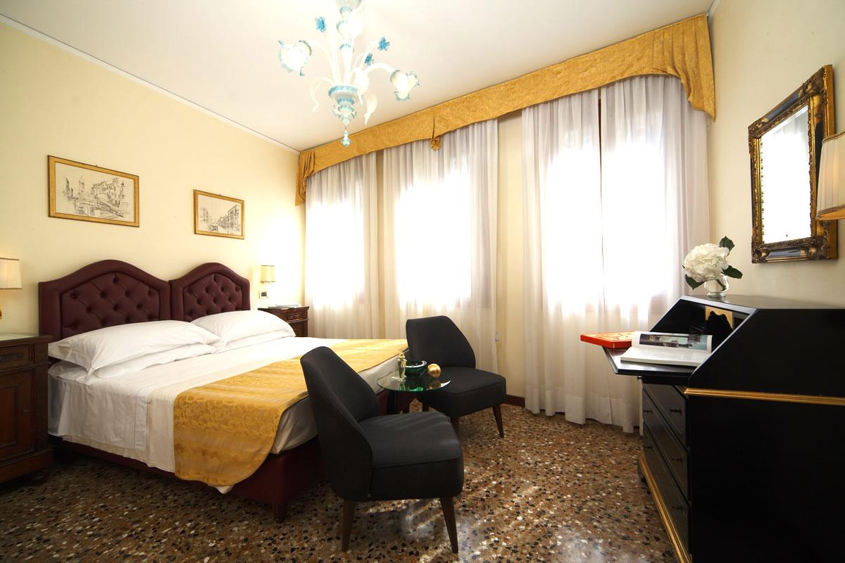 Doppia Classic vista canale Hotel Pensione Accademia Venezia