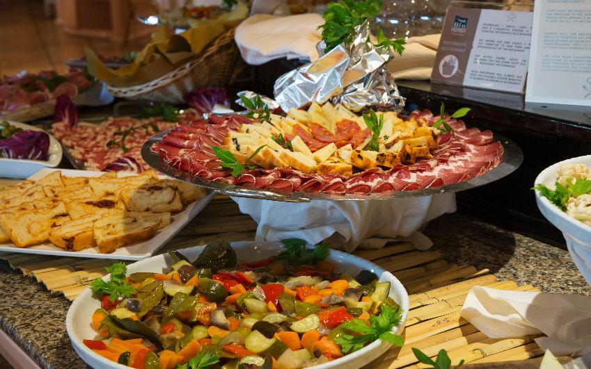 Buffet Italiano Cagliari : Santelmo beach hotel costa rei sardegna italia