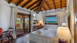 De Luxe Suite sea view with shared private pool with executive - Hotel Marana